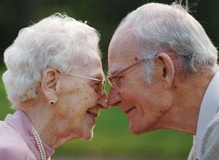 romantic-elderly-couple